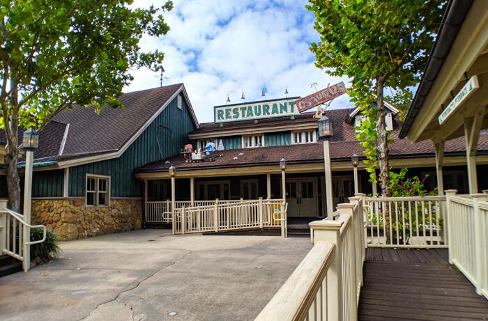 Dinoland Lodge